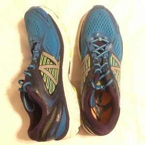 New Balance Shoes - NEW BALANCE 860v7